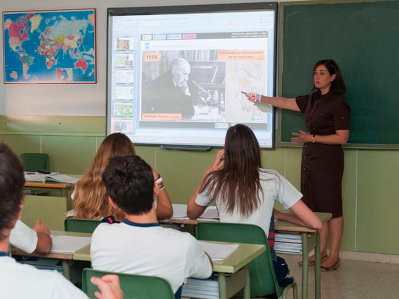 Pizarras digitales en todas las aulas